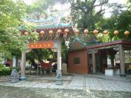 Un temple, un arbre centenaire